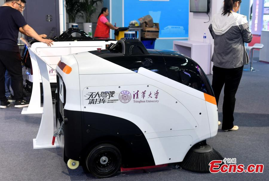 Robot, driverless car on display at Digital China Summit (2