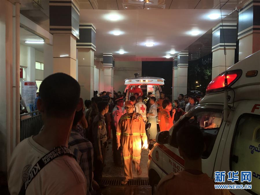 (国际)(11)一架客机在缅甸降落时滑出跑道 多人受伤