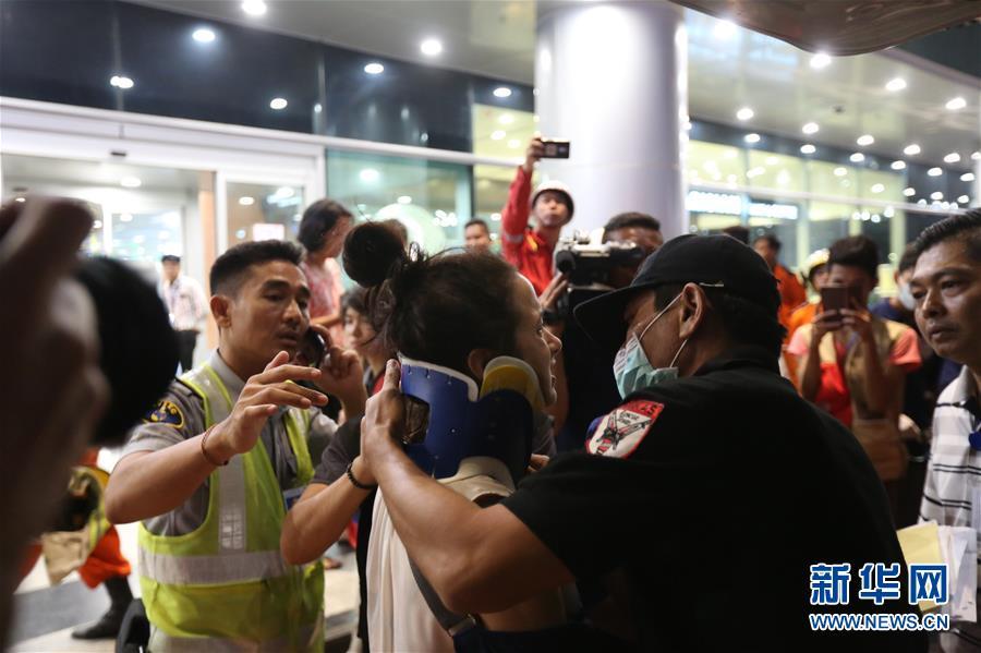 (国际)(4)一架客机在缅甸降落时滑出跑道 多人受伤