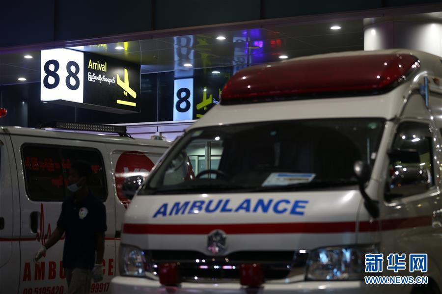 (国际)(9)一架客机在缅甸降落时滑出跑道 多人受伤