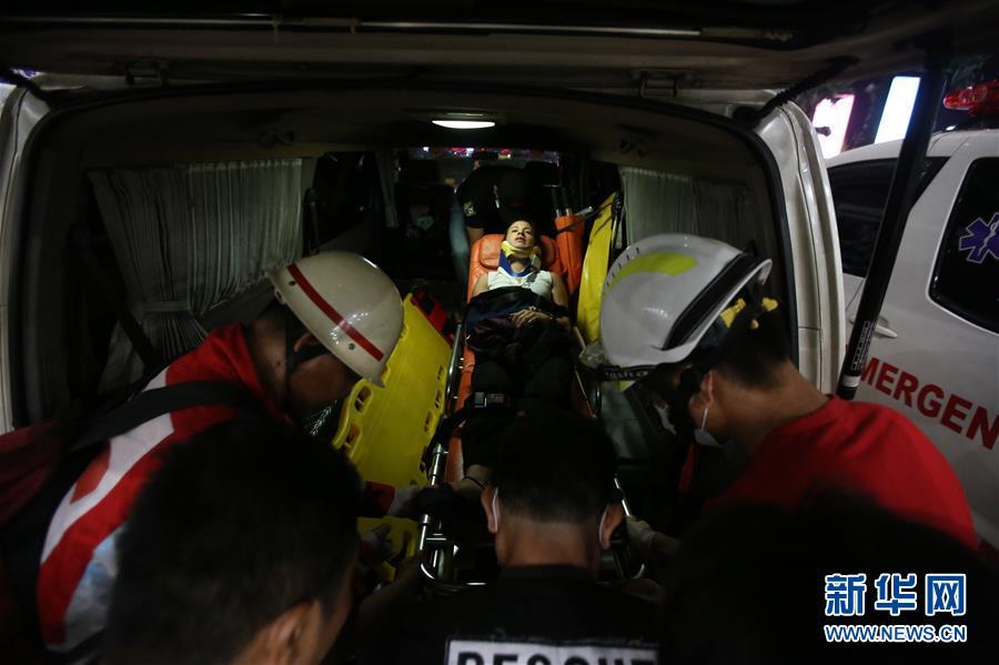 (国际)(5)一架客机在缅甸降落时滑出跑道 多人受伤