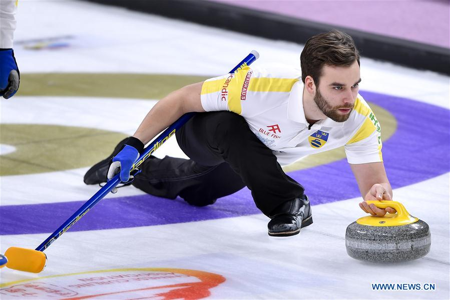 (SP)CHINA-BEIJING-CURLING-WCF WORLD CUP GRAND FINAL-DAY 1