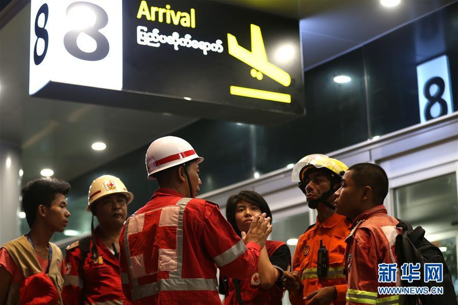 (国际)(6)一架客机在缅甸降落时滑出跑道 多人受伤