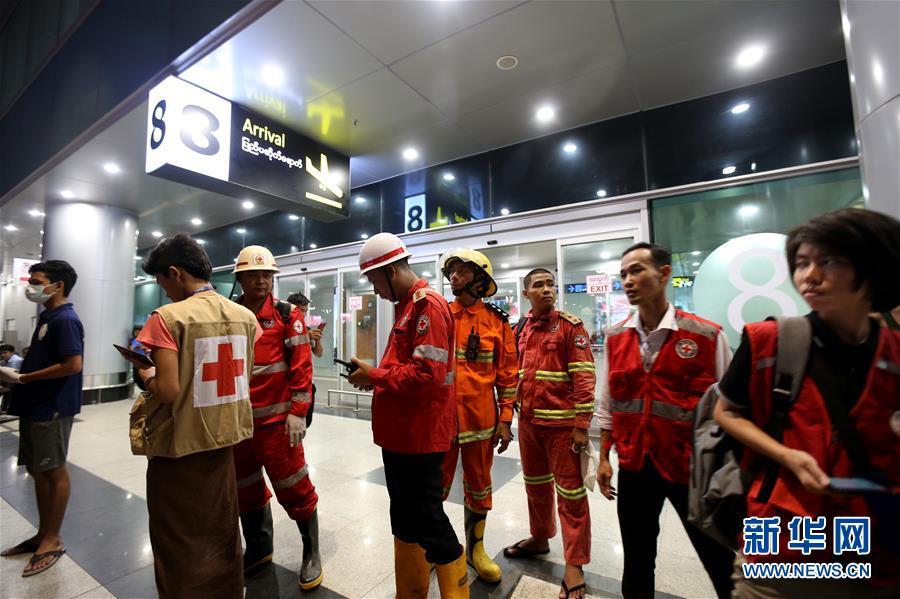 (国际)(8)一架客机在缅甸降落时滑出跑道 多人受伤