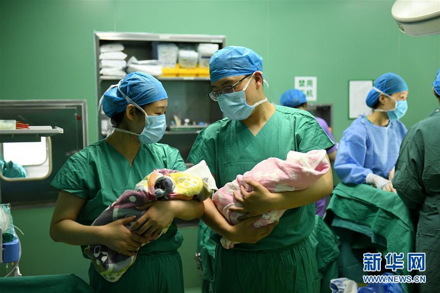 #(社會)(1)河北石家庄:婦產醫院裡的男護士