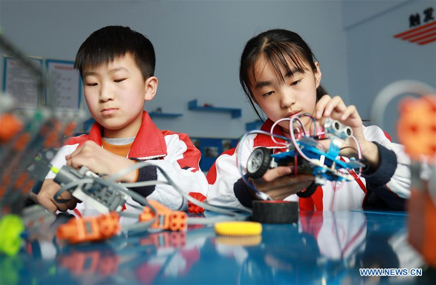 Beiling Central Primary School in China's Hebei creates science lessons on robots