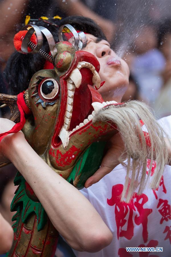 CHINA-MACAO-BIRTH OF BUDDHA-DRUNKEN DRAGON DANCE (CN)