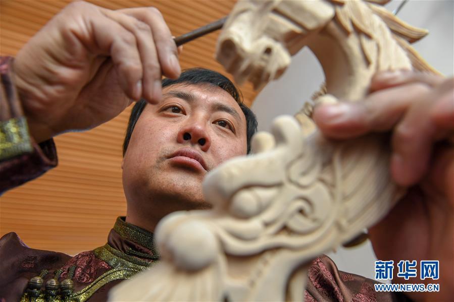 (文化)(5)马头琴制作人白苏古郎:传承非遗文化 传唱民族声音