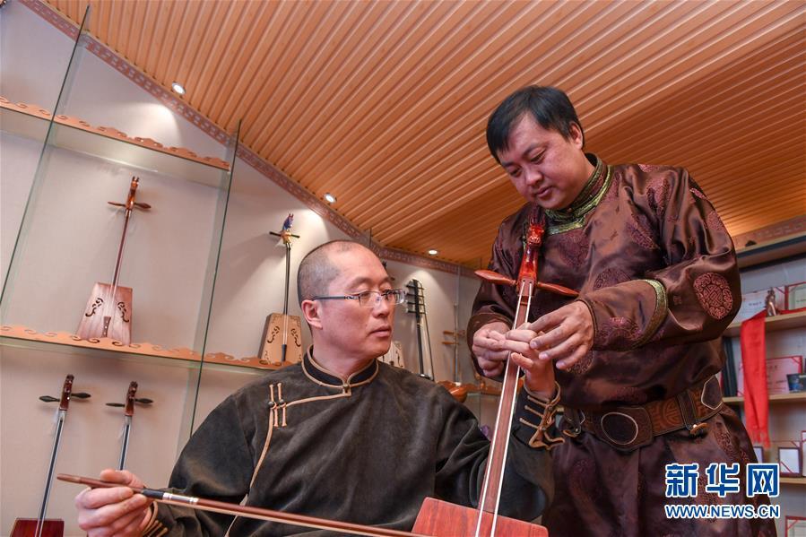 (文化)(6)马头琴制作人白苏古郎:传承非遗文化 传唱民族声音