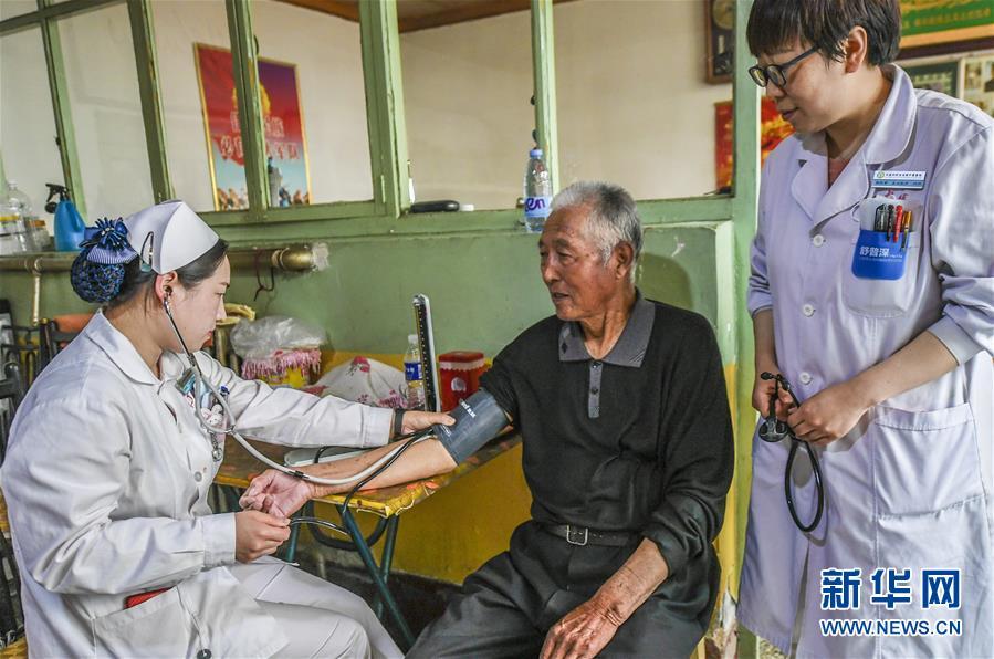 (社会)(1)为优抚老人上门送健康