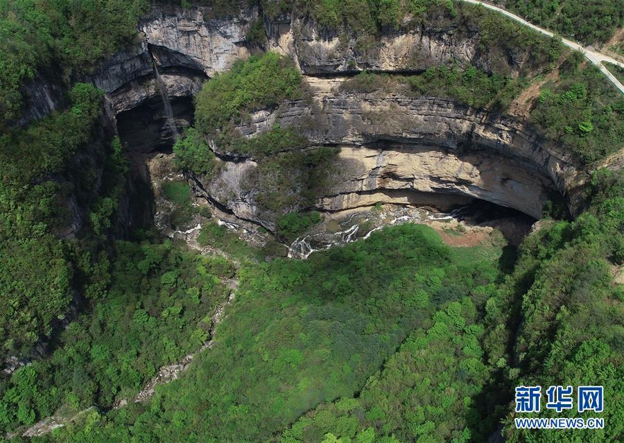 (XHDW・图文互动)(1)垂直总高340米 探秘中国西北部的神秘天坑