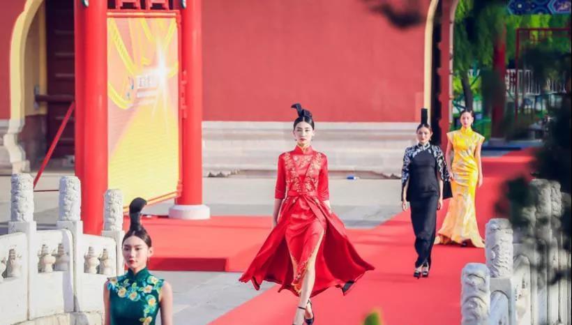 800年历史满绣作品焕彩2019亚洲影视周