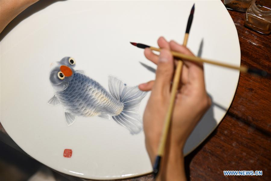 In pics: ceramic painting in north China's Hebei