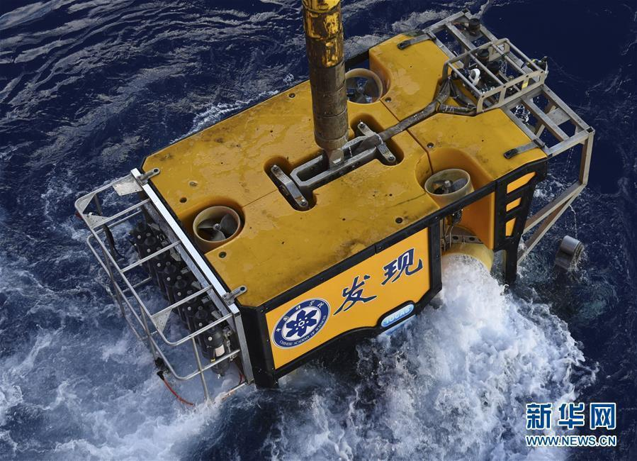 Unmanned remote sensing submersible Faxian (Discovery) onboard the research vessel Kexue (Science) in the Mariana Trench, the world\'s deepest natural trench, May 27, 2019. Researchers will study the topography, hydrology and bioecology of the western Pacific Ocean\'s typical seamount during an expedition to the little-known seamounts in the Mariana Trench. (Photo/Xinhua)