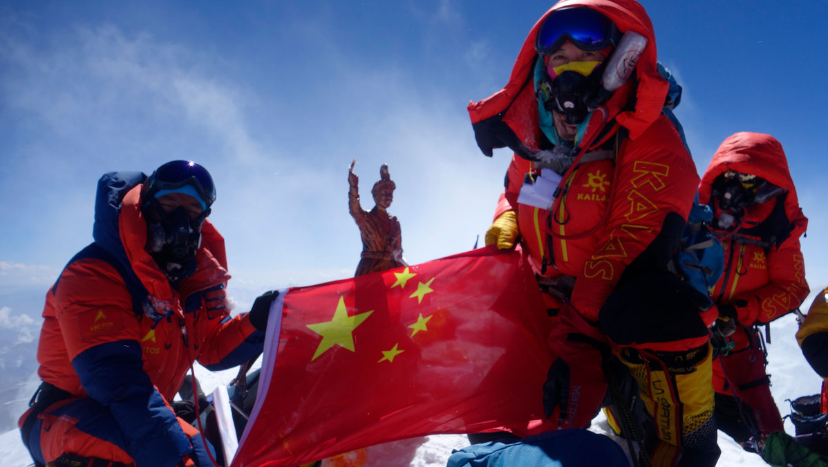 3 Chinese women conquer Mount Qomolangma