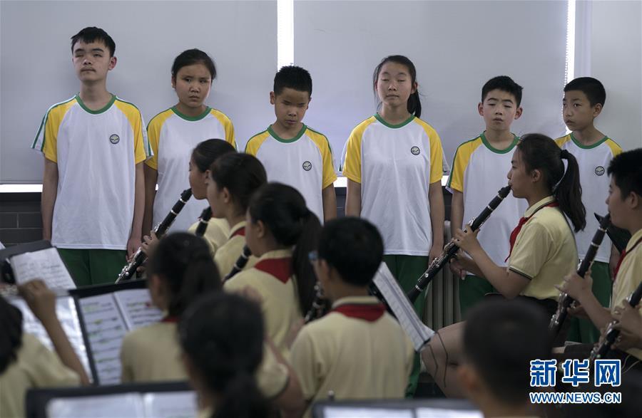 """(教育)(1)这个""""六一"""",音乐和友谊就像阳光一样"""