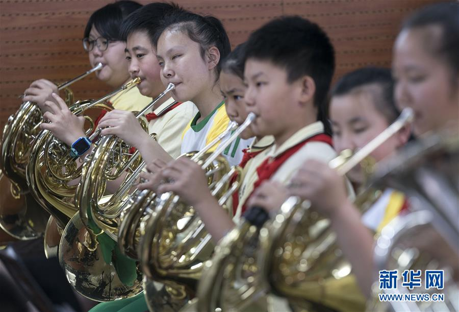 """(教育)(11)这个""""六一"""",音乐和友谊就像阳光一样"""