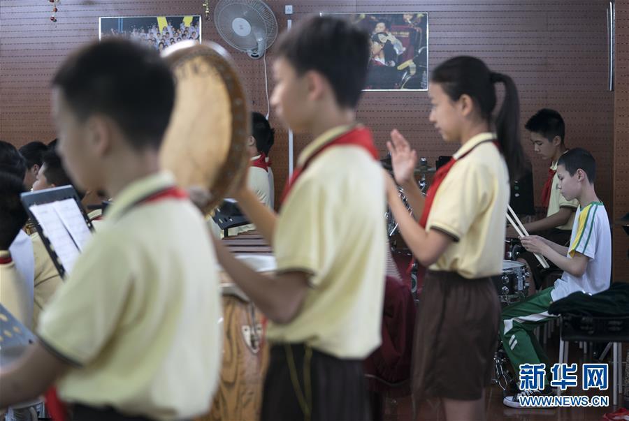 """(教育)(2)这个""""六一"""",音乐和友谊就像阳光一样"""