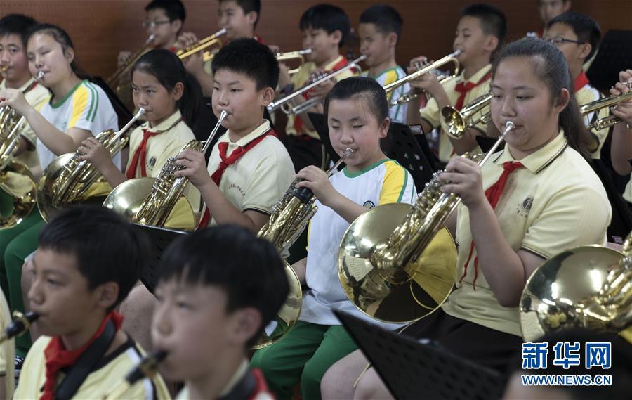 """(教育)(8)这个""""六一"""",音乐和友谊就像阳光一样"""