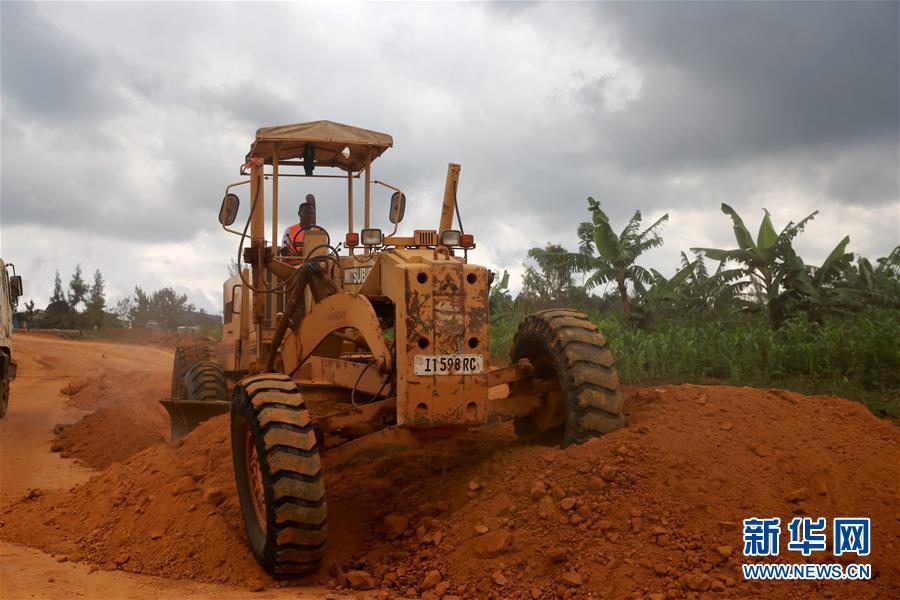 (XHDW)(1)中国援建卢旺达道路项目助力卢旺达发展