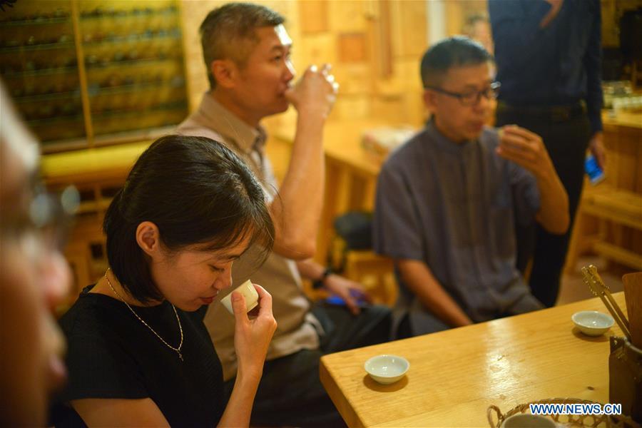 MALAYSIA-KUALA LUMPUR-TEA MASTER