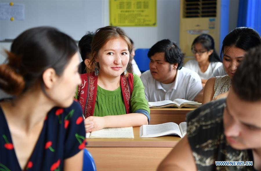 Pic story: Kyrgyz girl experiences Chinese culture in Hainan
