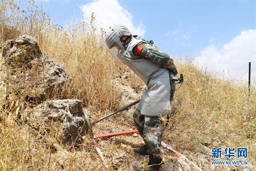 (国际・图文互动)(1)通讯:黎以边境扫雷场上首次迎来中国女军人